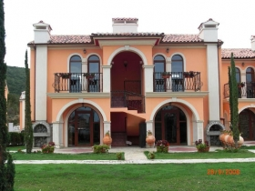 Luxury villas near the beach in Elenite