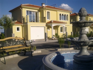 Family houses and apartment buildings for sale in Pomorie